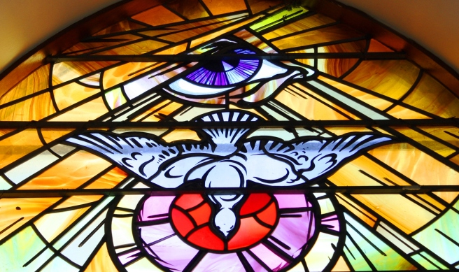 Stained_glass,_Holy_Family_Church
