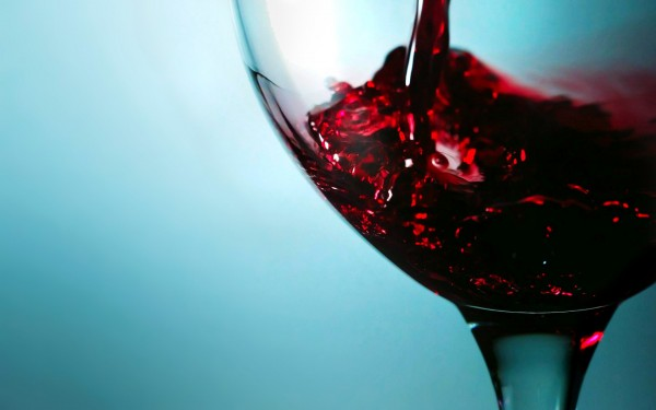 Full-Hd-wide-image-of-wine-glass