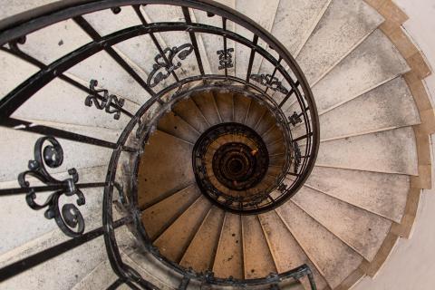 spiral-stairs-in-saint-istvan-basilika-in-budapest