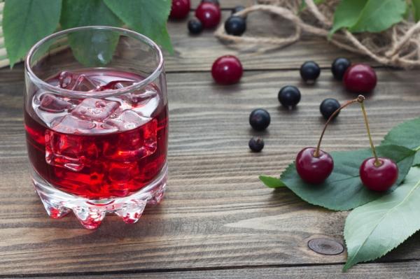 cherry juice with berries